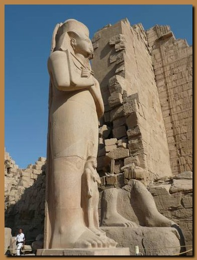 Il Tempio di Karnak è il tempio più grande del mondo! Il Tempio, a sua volta, racchiude un complesso di templi: Il grande tempio di Amon Ra, il tempio di […]