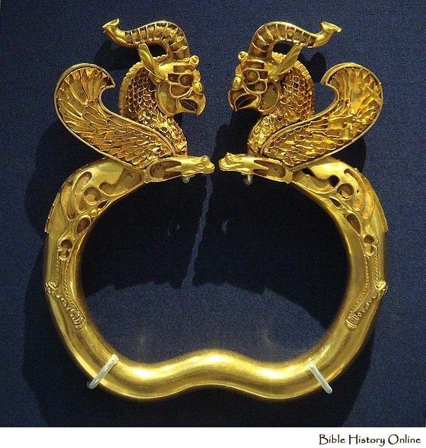 Bracelet_Oxus_treasure-Gold-Art_of_Ancient_Persia_Achaemenid_Period_British_Museum_London