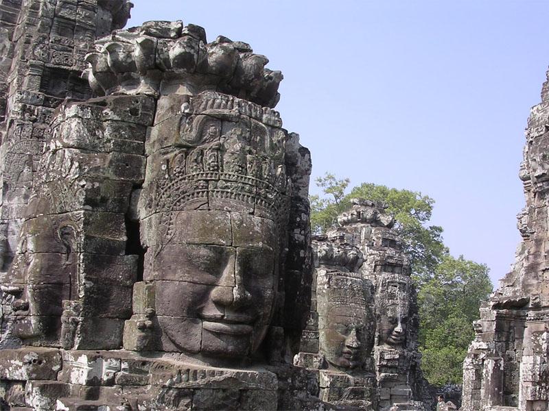 Il tempio diBayonfu costruito agli inizi del tredicesimo secolo come tempio di stato del reJayavarman VII. La sua principale caratteristica è la quantità di visi sorridenti, scolpiti sulle quattro facce […]