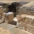 l ministro delle Antichità, Mamduh al Damati, ha spiegato che sono state trovate anche 24 statuette funerarie e utensili di pietra calcarea e di rame. La tomba è stata scoperta […]