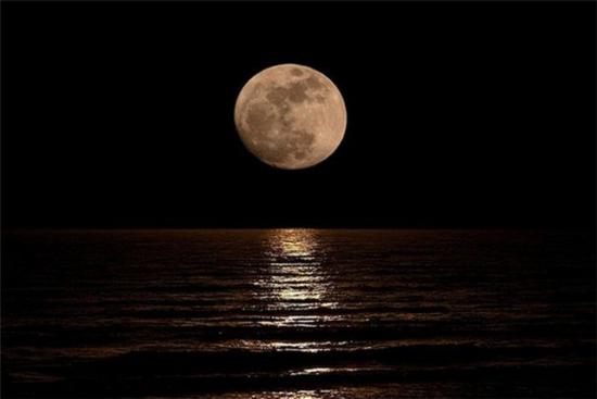Foto Di Luna E Stelle.25 Dicembre Sguardo Verso Il Cielo Luna E Stelle Daranno